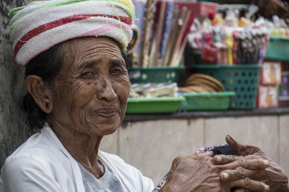 1. Oude vrouw op Bali